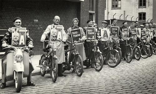 agitation-for-folkepension-foran-folkets-hus-i-aarhus-under-valgkampen-i-1953-folkepensionen-blev-gennemfoert-i-1956