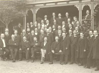 de-delegerede-ved-stiftelsen-af-handels-og-kontormedhjaelpernes-arbejdsloeshedskasse-kolding-1907