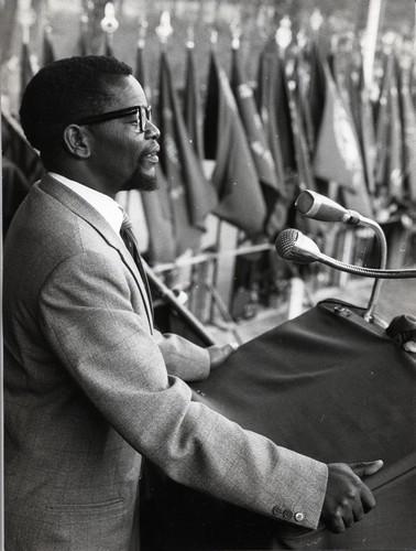 oliver-tambo-taler-til-1-maj-arrangemenet-1960