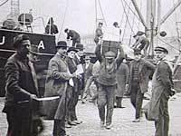 Samfundshjælpen er en organisation af skruebrækkere, der bliver oprettet af højrekredse i 1920.