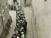 Arbejdsløshedskø i 1930'erne.