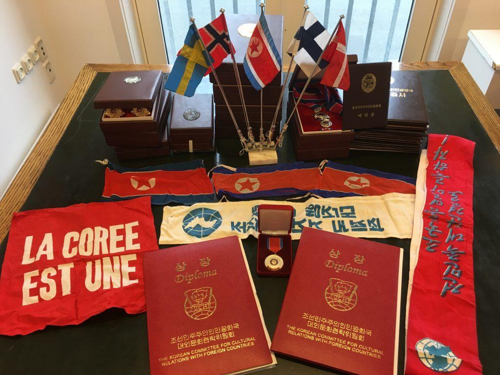 Flag, diplomer og medaljer fra venskabsforeningen