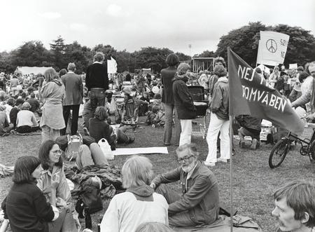 Nej til Atomvåben på opstartspladsen i Valbyparken før Fredsmarchen 1981.