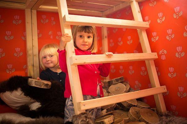 to piger i elses tårn