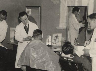 Frisør og barbersalon 1940'erne – Ukendt fotograf