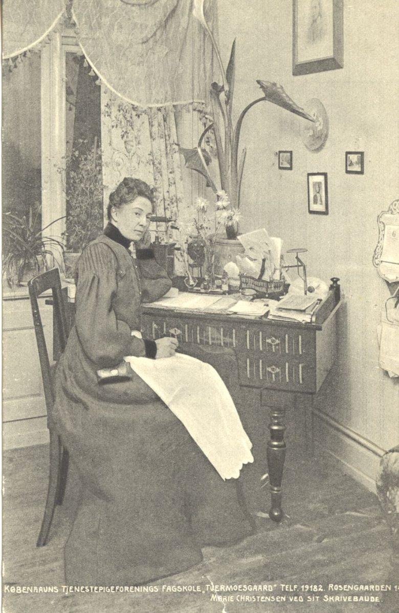 marie chr. skrivebord