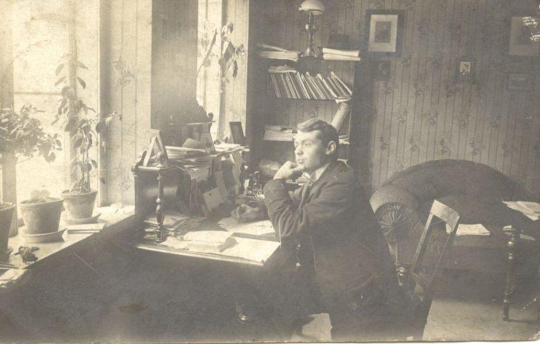 Carl westergaard ved sit skrivebord
